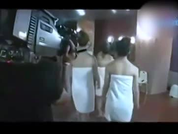 【お宝エロ動画】人気アイドルAKBメンバーの温泉入浴がセクシー過ぎると...